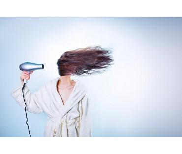 Sausi plaukai – nėra natūrali jų būsena. Kaip pamaitinti?